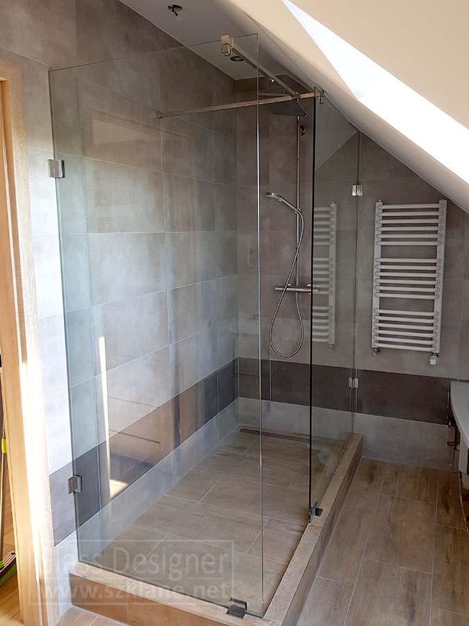 kabina prysznicowa; łazienka na poddaszu
