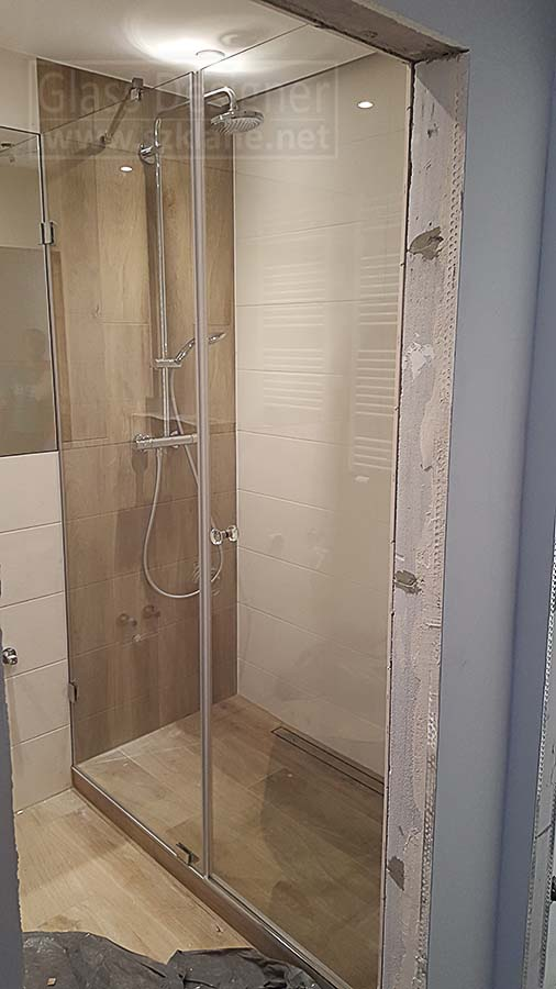 drzwi szklane w łazience