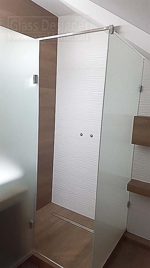 mleczna kabina prysznicowa