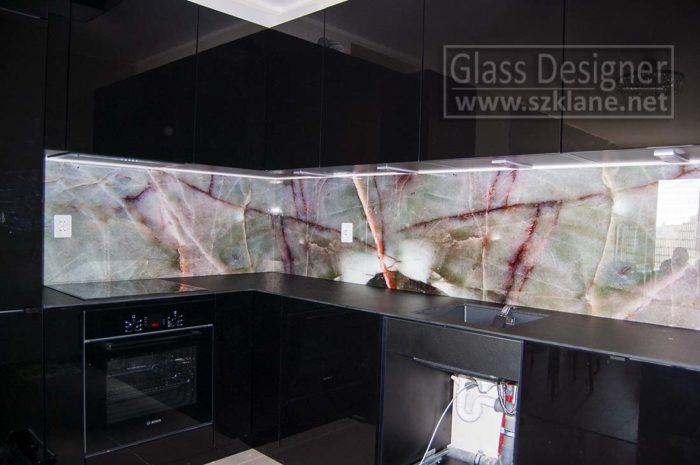 motyw kamień w kuchni; czarna kuchnia