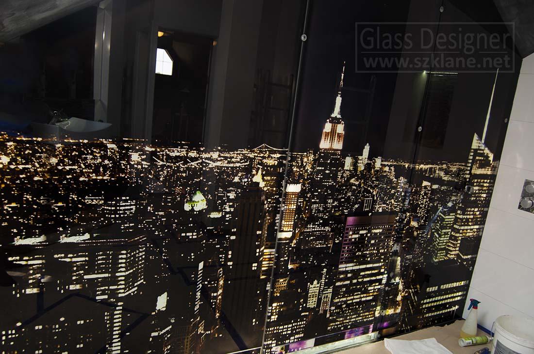 miasto nocą panel; podświetlane miasto