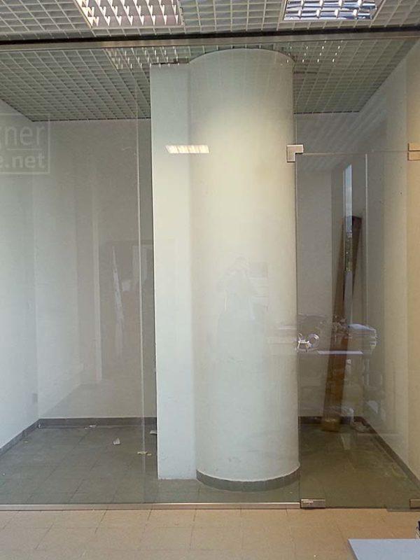 zabudowa szklana w listwie; biuro