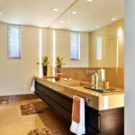 duże lustra w łazience; lustra do sufitu