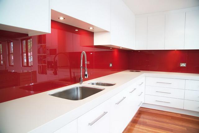 panel szklany czerwony