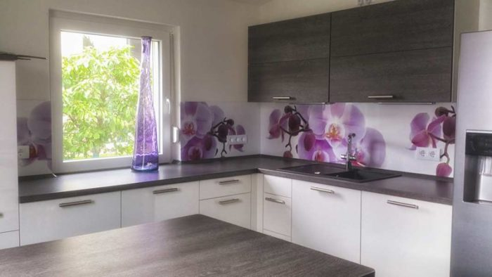panel szklany fioletowe kwiaty