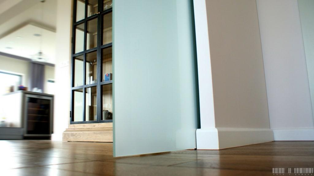 drzwi przesuwne szklane