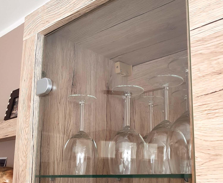 drzwiczki szklane w meblach