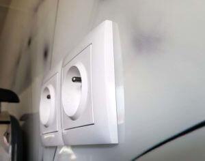sposób montażu gniazda elektrycznego