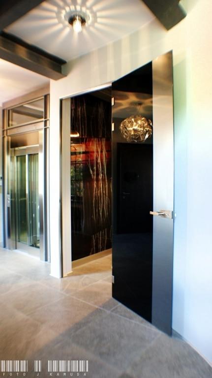 czarne szkło drzwi