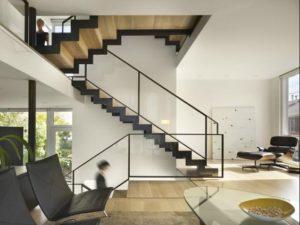 zabudowa szklana schodów czarna | balustrada szklana