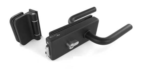 czarna klamka z kasetą z wkładka na klucz