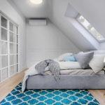 sypialnia na poddaszu; okno połaciowe