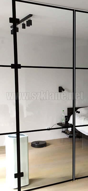 Zabudowy szklane w czarnej ramie