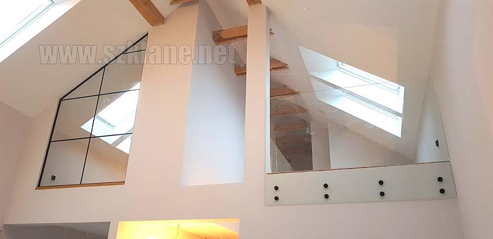 Zabudowa szklana na piętrze - czarne okucia - poddasze