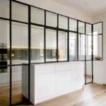 czarna zabudowa szklana kuchni